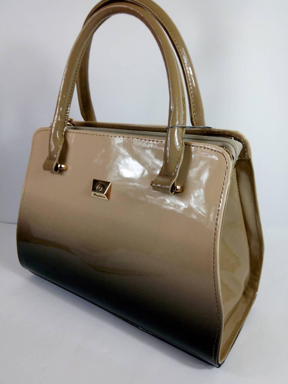2d7e0642c2a2 Сумка женская стильная классическая бежевая лаковая - Интернет-магазин  женских сумок в Черновцах