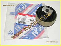 Сайлентблок передніх важелів зад Fiat Doblo II 09 - SPV Польща 31554