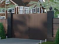 Распашные ворота стандартных размеров в алюминиевой раме с заполнением сэндвич-панелями SWS