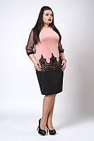 Модное женское платье украшено кружевом, пудровое, фото 1
