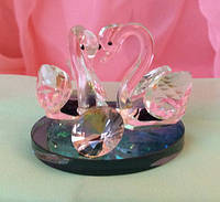 Статуэтка лебедь с кристаллом.