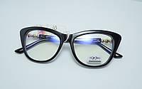 Модные имиджевые очки с прозрачными линзами в черной оправе