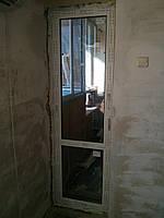 Пластиковая балконная дверь 700х2210мм REHAU Euro-Design 60 с двухкамерным стеклопакетом фурнитура MACO