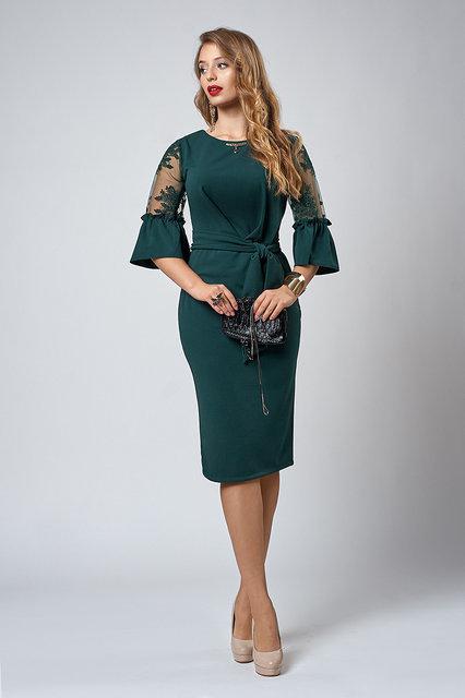 Стильное платье с кружевными рукавами