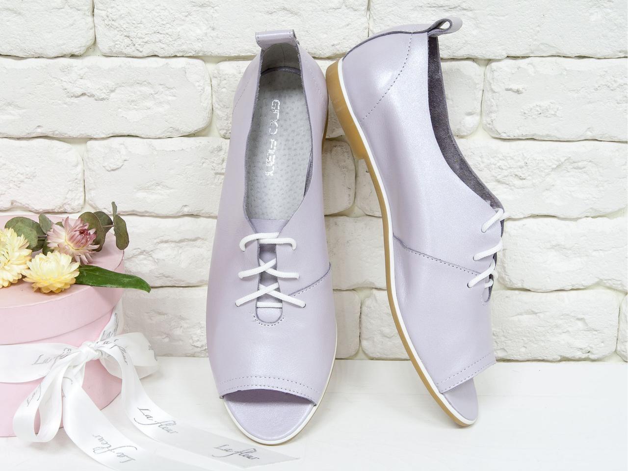 Легкие женские туфли на тонкой подошве из натуральной кожи лилового цвета с мерцанием.
