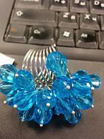 Необычное кольцо с голубыми кристаллами