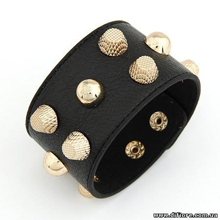 Черный браслет с шипами