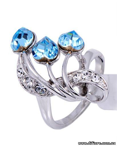 Изящное кольцо с голубыми и белыми фианитами