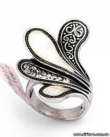 Необычное кольцо с фианитами и натуральным перламутром