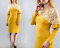 """Нежное женское платье с ажурной накидкой-волан органза, ткань """"Креп-Трикотаж"""" 48 размер батал"""
