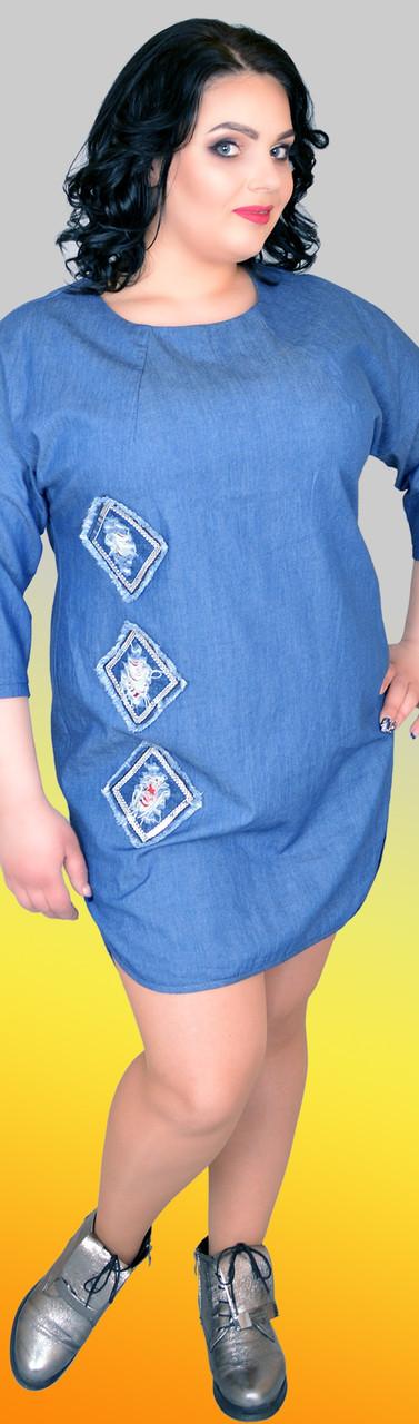 Молодежное асимметричное платье с удлиненной спинкой и пуговицами по всей длине спинки, большие размеры