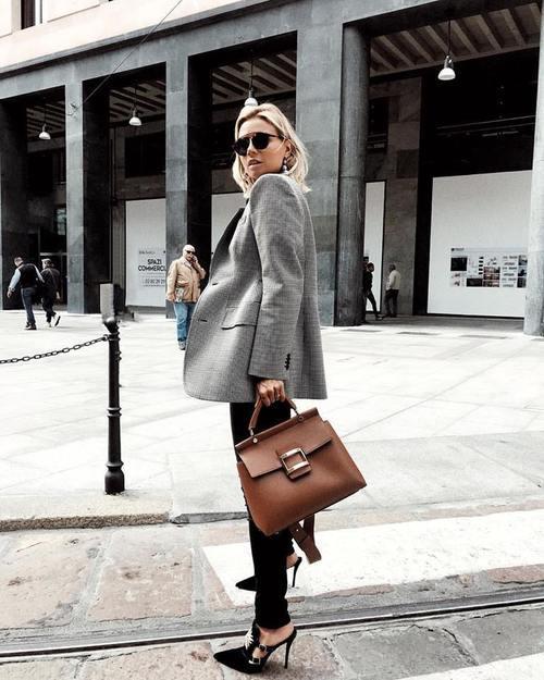 Модные сумки 2018: классическая сумка трапеция