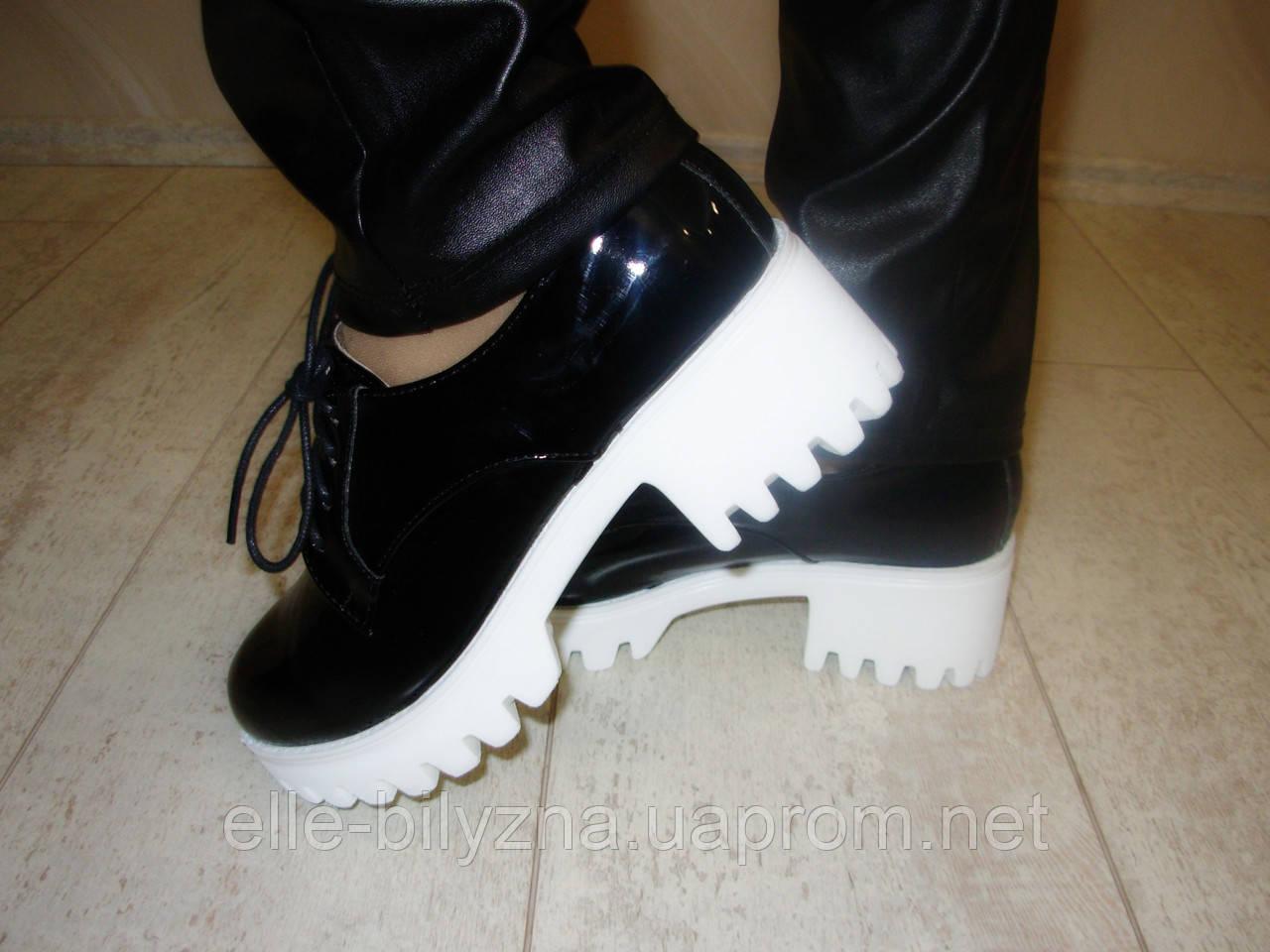 Туфли женские черные тракторная подошва Т468