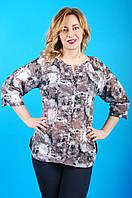Легка літня жіноча батистова блуза з абстрактним принтом №56-1