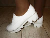 Туфли женские белые тракторная подошва Т515