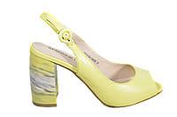 Салатовые босоножки на каблуке Magnori