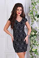Элегантное маленькое черное платье с гипюровой отделкой и вырезом на спине