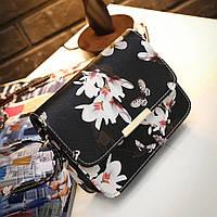 Красивая женская маленькая весенняя летняя сумка сумочка клатч с цветами и бабочками чёрная