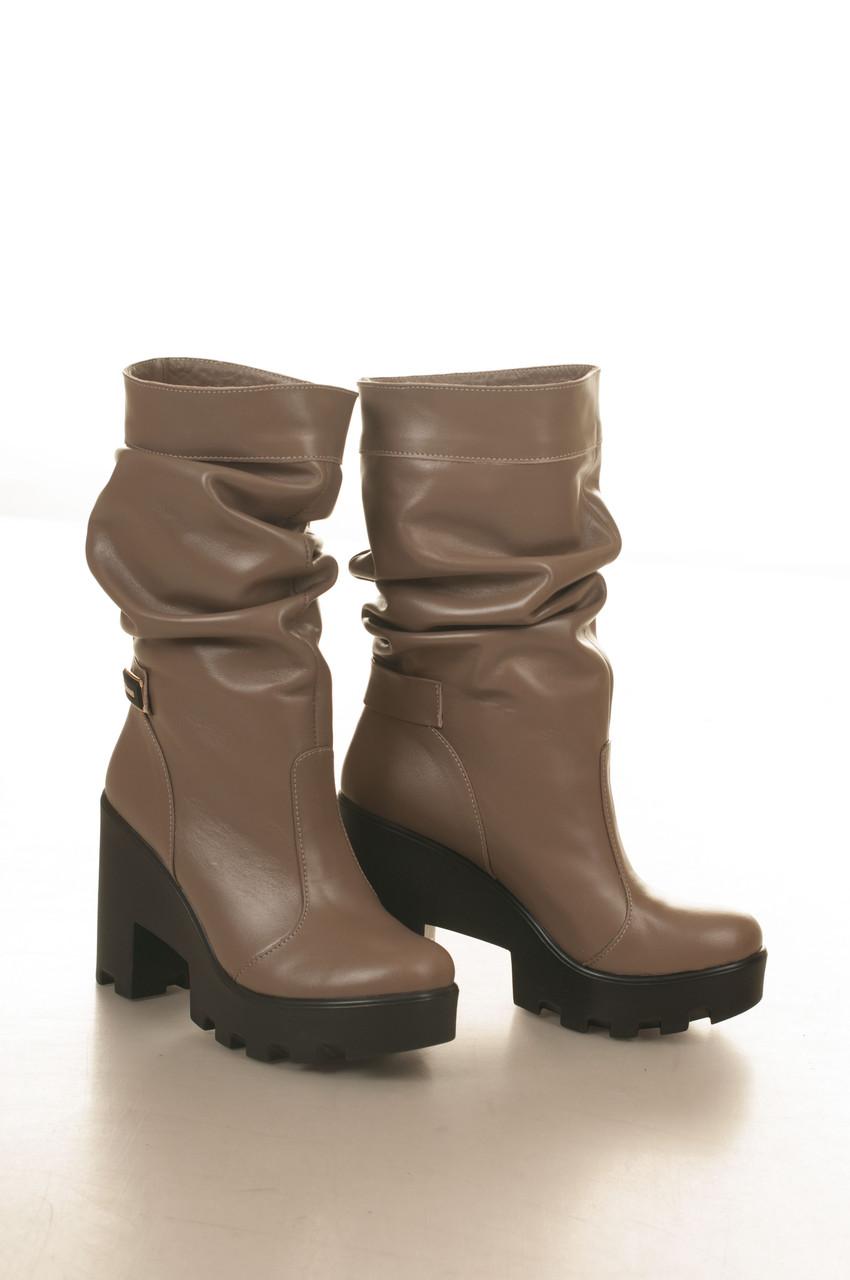 Сапоги низкие на высоком каблуке, из натуральной кожи, без застежки. Два цвета! Размеры 36-41 модель S2751