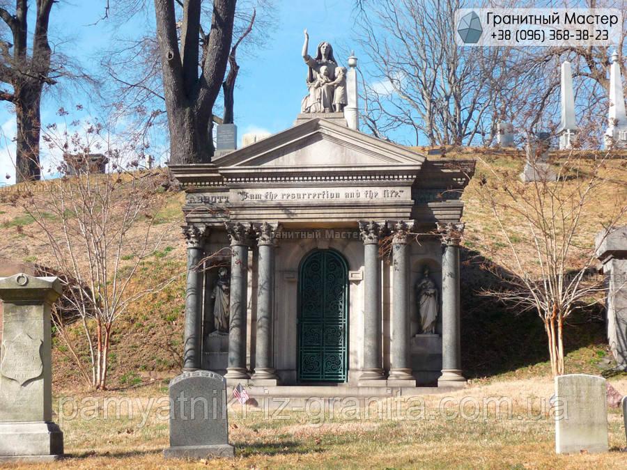 Склеп на кладбище № 96
