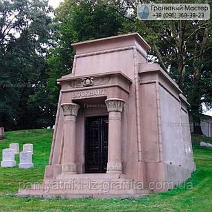 Склеп на кладбище № 99