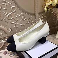 Туфли комбинированные с бусинами Chanel