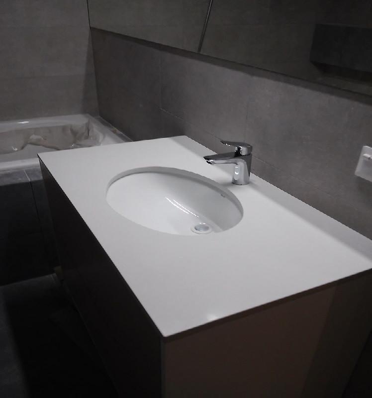 Столешница в ванную из кварцита АТЕМ White 0011