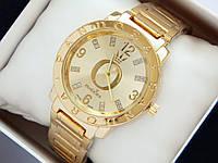 Золотистые часы Pandora c блестками на метках и логотипом, фото 1