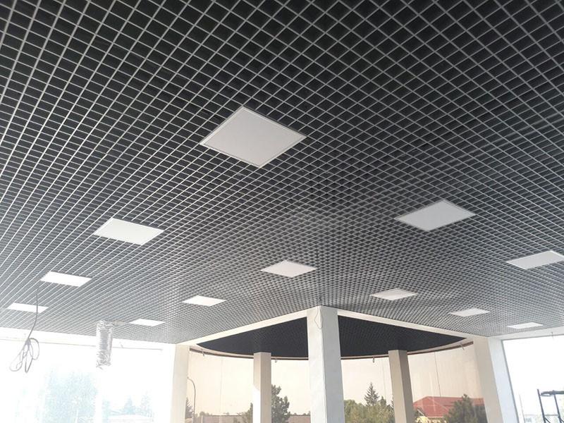 Монтаж потолка Грильято