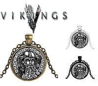 Кулон с изображением Хугин и Мунин - два ворона Одина в рунах футарк