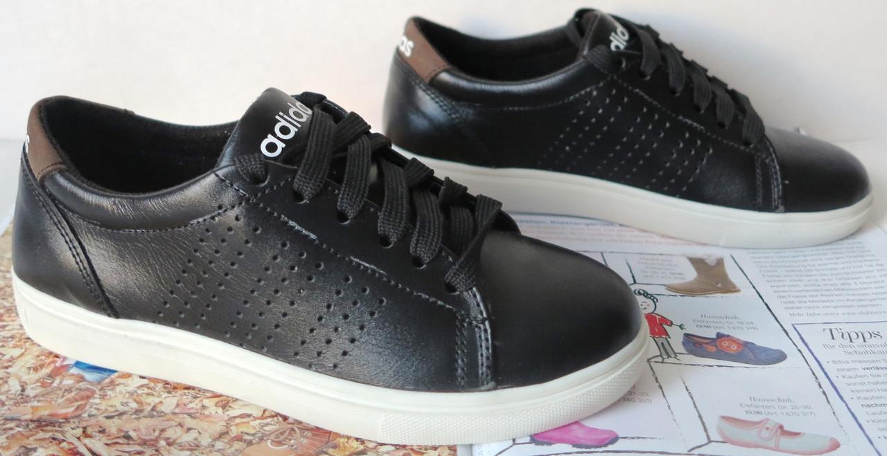 Детская и подростковая обувь Кроссовки в стиле Adidas