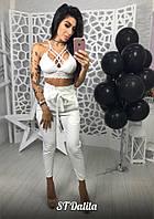 Женские брюки белого цвета с завышенной талией ткань костюмка