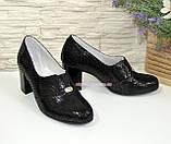 Туфли женские замшевые черные на каблуке, с лазерным напылением, фото 2