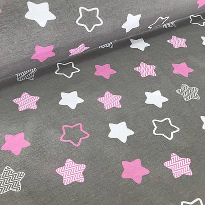 Хлопковая ткань, звезды (пряники) белые, розовые и серые с зигзагами внутри на сером фоне  №34