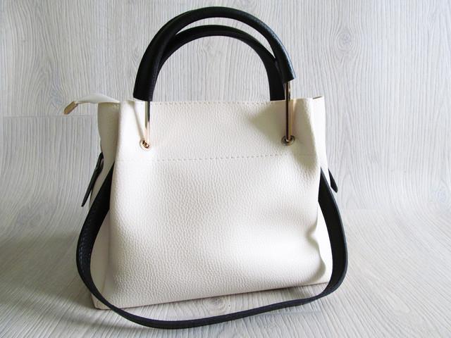 Сама сумка очень приятная на ощупь, искусственная кожа высокого качества,  плотная и мягкая. Такая сумка будет долго вас радовать и привлекать взгляды  ваших ... 835fa799987