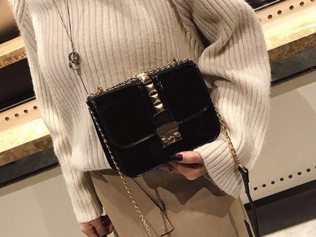 ac7c4f2a7a27 Сумка женская черная лаковая в стиле Valentino реплика: 741 грн ...