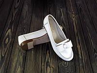 Женские кожаные туфли на низком каблуке белые, фото 1