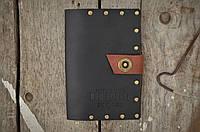 Кожаная обложка на паспорт черного цвета ручной работы