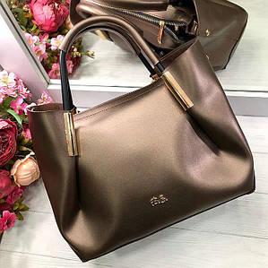 Элегантная сумка с металлической фурнитурой