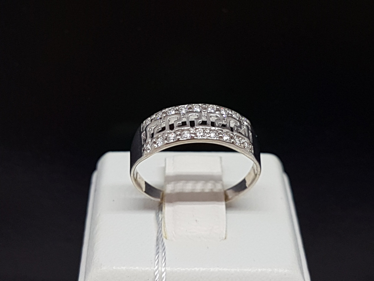 Серебряное кольцо с фианитами. Артикул КВ466(2)с 17,5