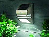 Установка светильника для подсветки фасада