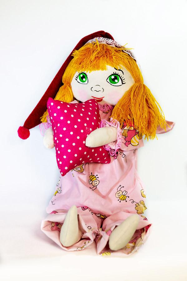 Кукла Сплюшка с подушкой в руках