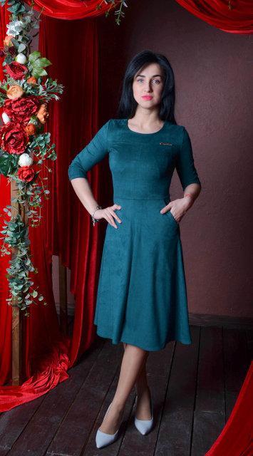 Нарядное замшевое платье миди размер (44-52)