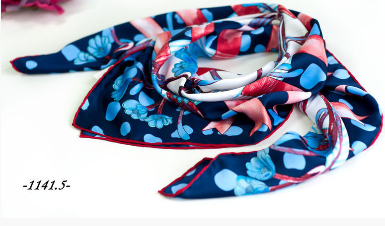 f5e79a057242 Брендовый шёлковый платок DIOR (реплика) : продажа, цена в Харькове.  платки, шали, ...