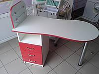 """Маникюрный стол cо стеклянными полочками под лак """"Эстет №1"""" белый с красными фасадами"""