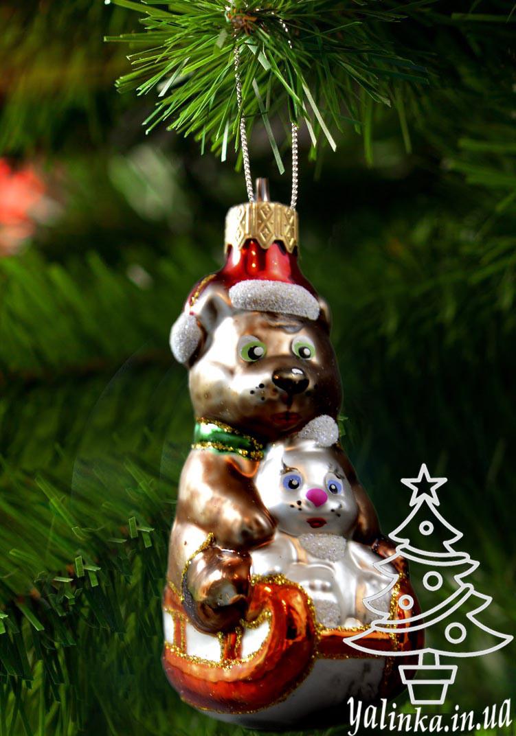 Скляна ялинкова іграшка Ведмедик з зайчиком на санях 0015