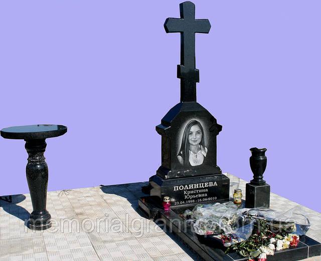 Памятник крест гранит