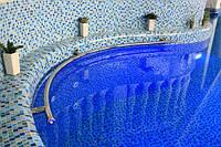 Поручень в бассейн