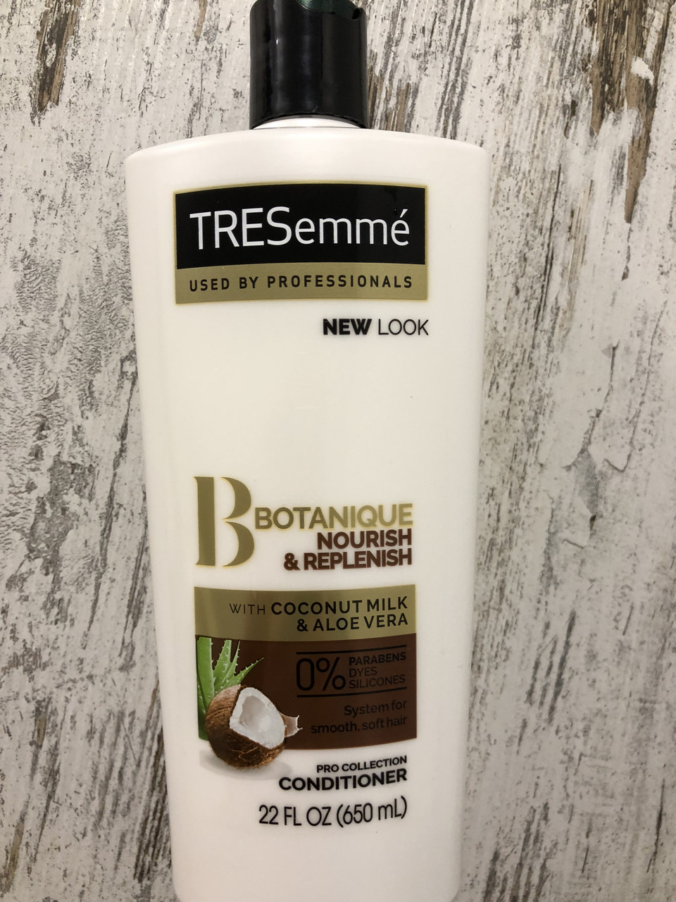 Увлажняющий кондиционер на кокосовом молоке Tresemme