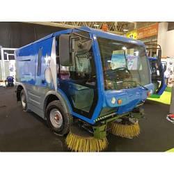 Коммунальня машина Cleanvac ST 2000